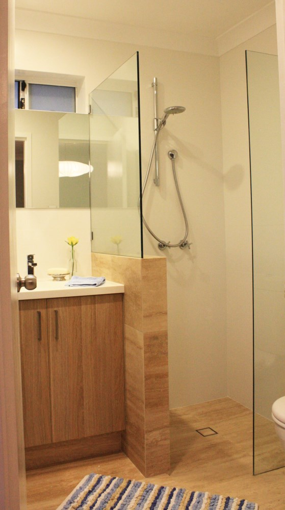 Renovating a small bathroom our advice house nerd for Ensuite bathroom renovation ideas